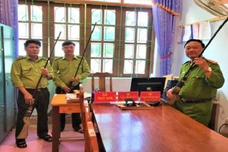 Hạt Kiểm lâm VQG Phong Nha - Kẻ Bàng phối hợp tiếp nhận súng tự chế do người dân tự nguyện giao nộp
